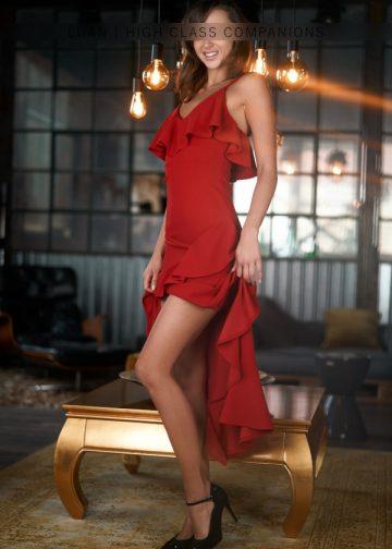 Escortdame im roten Kleid